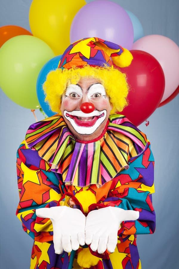 räckt öppet för födelsedag clown royaltyfri foto