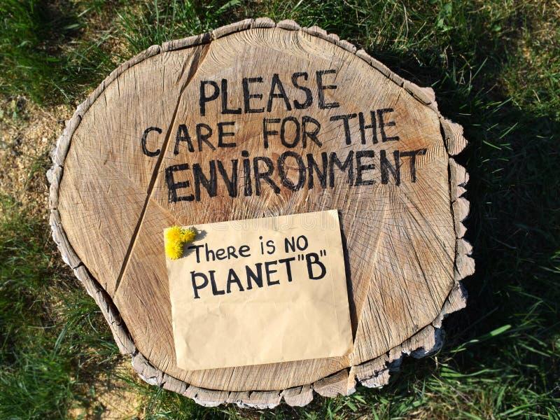 Räddningmiljöräddningsaktion skogarna Stoppa skogsavverkning arkivbilder