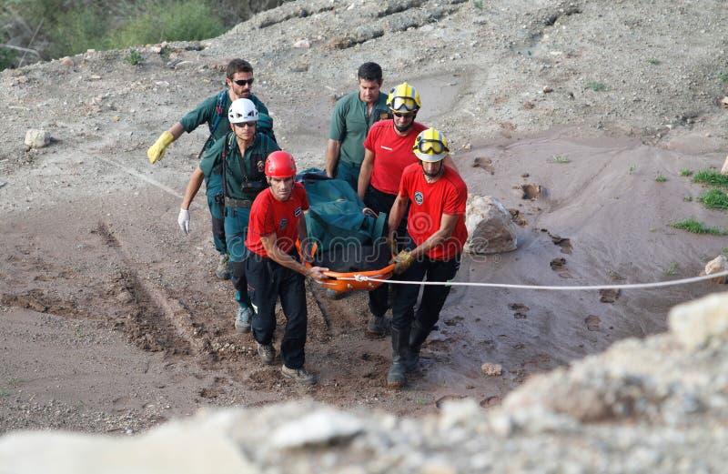 Räddningsaktion av en dödlig helikopterkrasch i den spanska ön av Mallorca fotografering för bildbyråer
