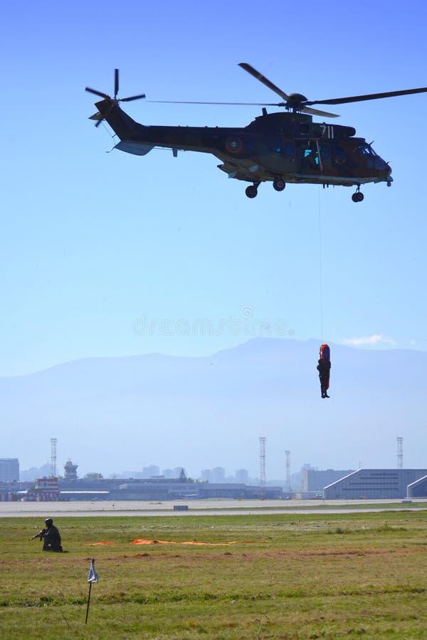 Räddningsaktion för helikopter AS-532 AL Cougar royaltyfri bild