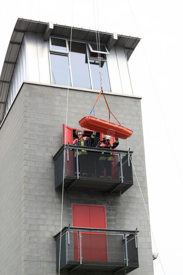 Räddningsaktion från höjder arkivbild