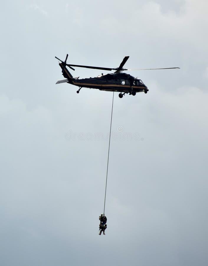 Räddningsaktion med helikoptern arkivbild