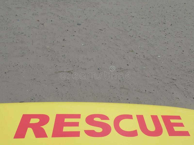 Räddningsaktionstrand på kust av Irland fotografering för bildbyråer