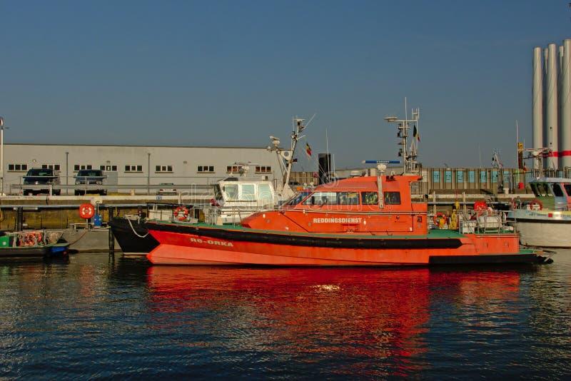 Räddningstjänstfartyg i hamnen av Ostend, Belgien royaltyfri fotografi