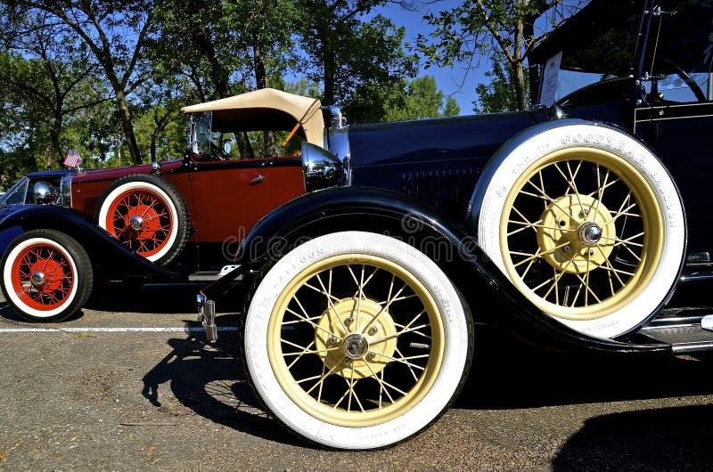 Räder eines klassischen Ford-Autos lizenzfreie stockfotografie