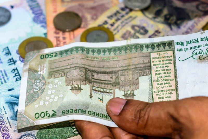 Räkna valuta för indisk rupie, pengar arkivbild