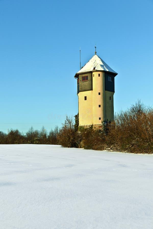 räknad fältsnowwatertower fotografering för bildbyråer