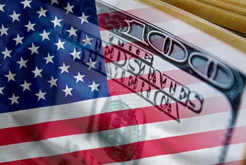 räkning för dollar 100 med amerikanska flaggansamkopieringen arkivbilder