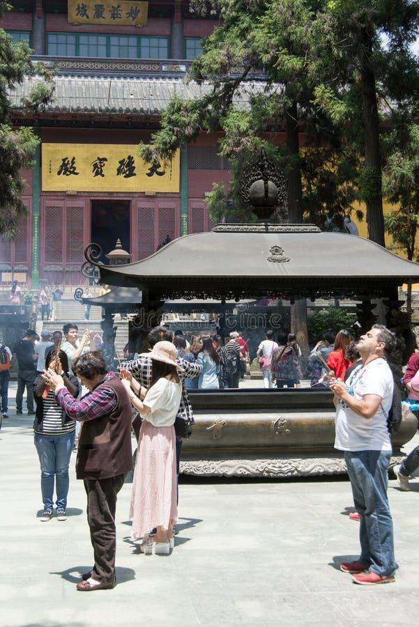 Räuchergefäß bei Chan Buddhist Lingyin Temple stockfotos