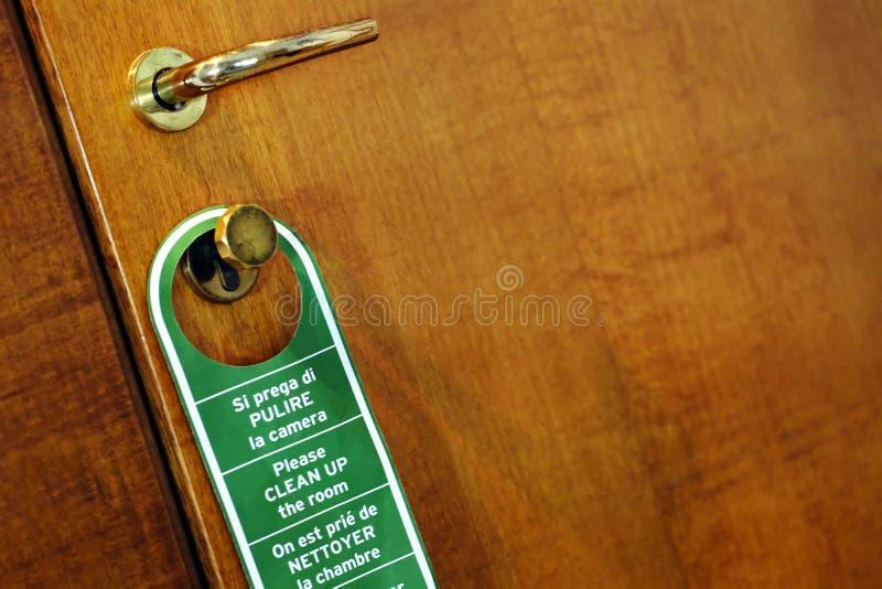 Räumen Sie den Raum, Tür auf lizenzfreies stockbild