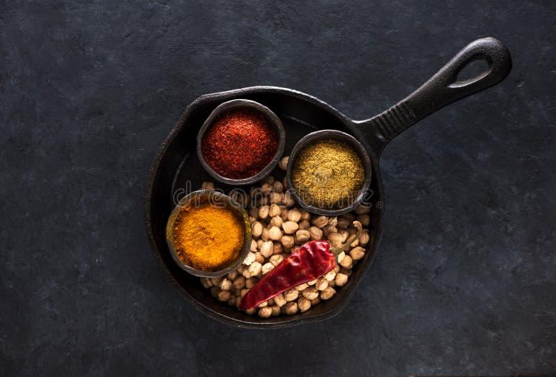 Rå ärta, kryddor och kryddigt för fågelunge royaltyfri bild