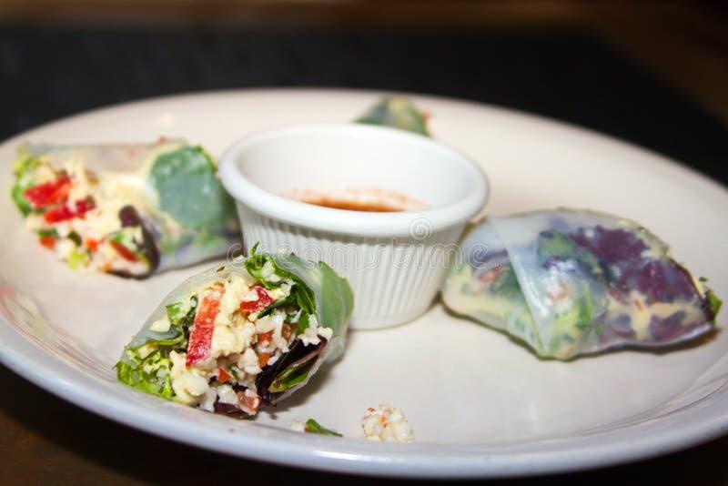 Rå aptitretare för rulle för strikt vegetariangrönsakvår royaltyfri foto