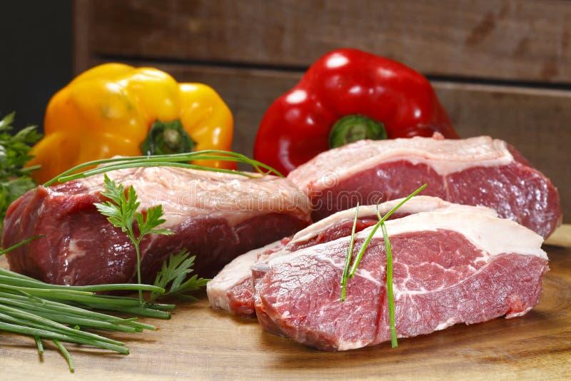 rå grönsaker för meat arkivfoto