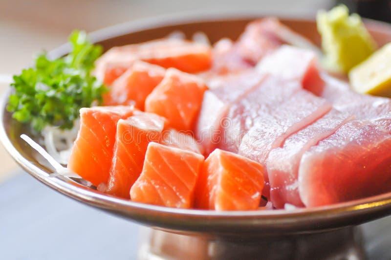 Rå lax och rå tonfisksashimi arkivfoto