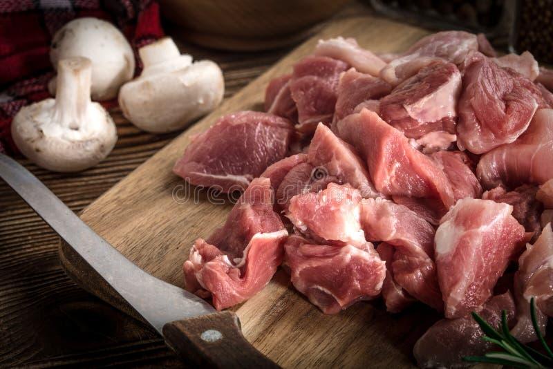 Rå meat som tärnas för stew royaltyfri fotografi