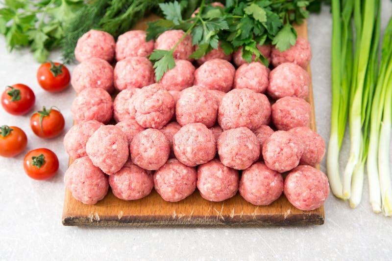 rå meatballs royaltyfri foto