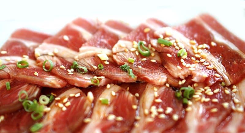 Rå nötköttskiva för grillfest eller yakiniku arkivfoto