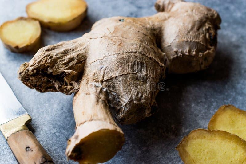 Rå organiska skivade Ginger Root Ready som ska användas fotografering för bildbyråer