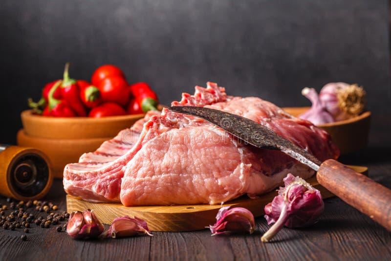 rå steak för pork Ingredienser för matlagningmeat royaltyfri bild