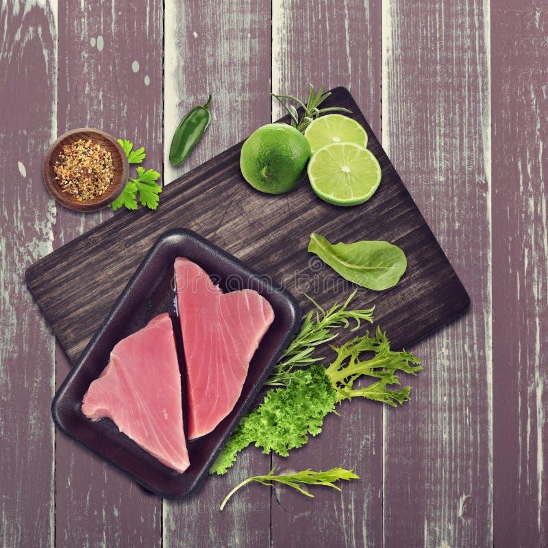 rå tonfisk för filé arkivfoto