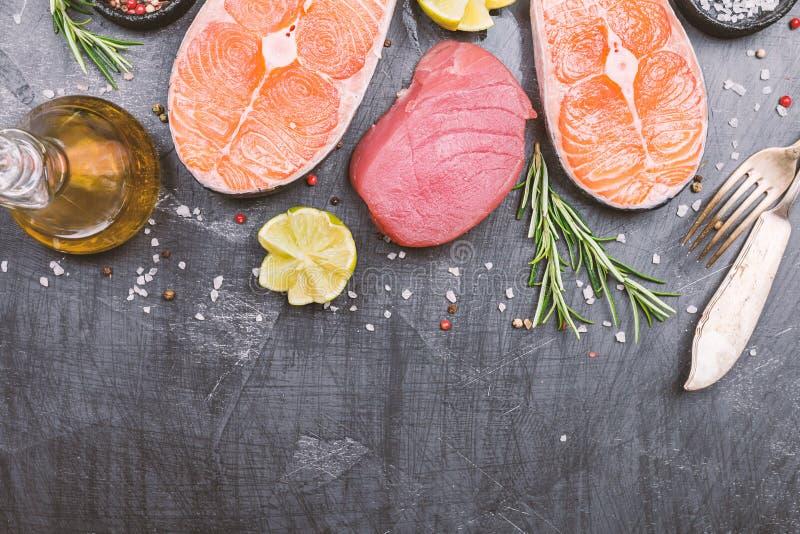 Rå tonfisk- och laxbiff royaltyfri fotografi