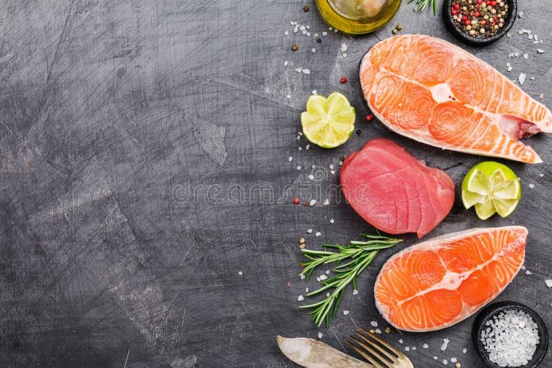 Rå tonfisk- och laxbiff royaltyfri bild