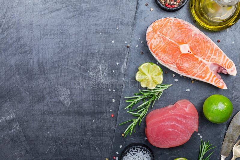 Rå tonfisk- och laxbiff arkivbilder
