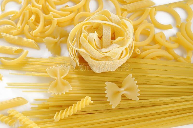 rå white för pasta arkivbild