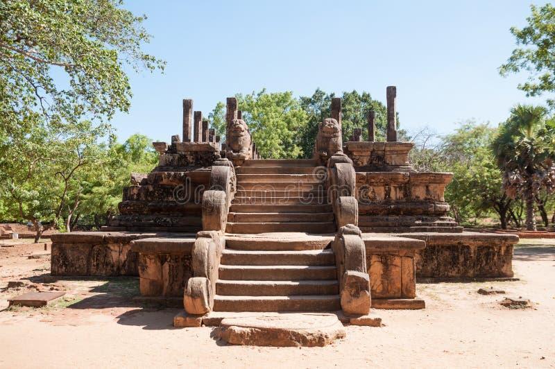 Rådkammare av konungen Parakramabahu i den forntida staden Polonnaruwa, Sri Lanka fotografering för bildbyråer