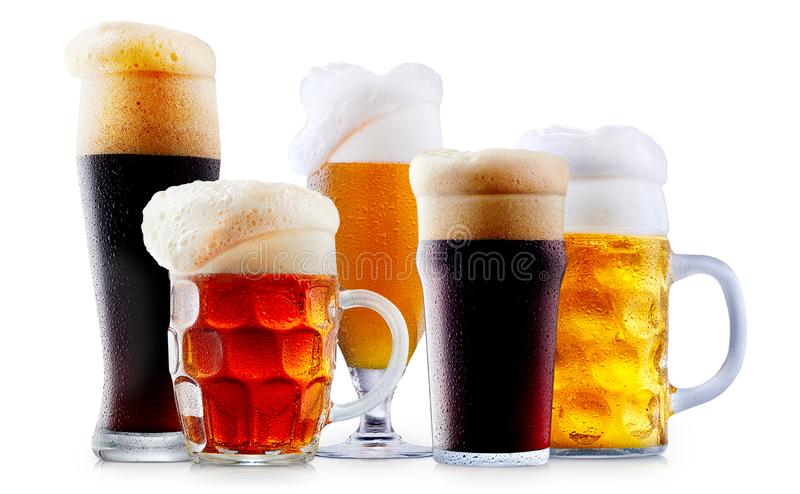 Råna samlingen av frostigt öl med skum royaltyfri bild