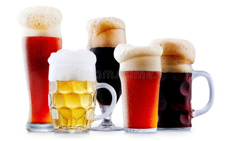 Råna samlingen av frostigt öl med skum royaltyfria foton