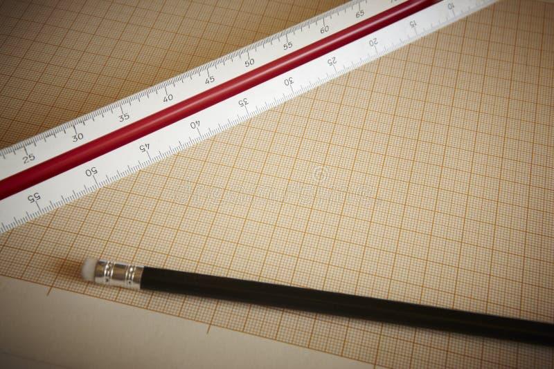 Règle et crayon avec le papier de graphique photographie stock libre de droits