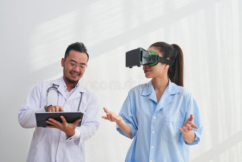 Réalité virtuelle dans la médecine photos stock