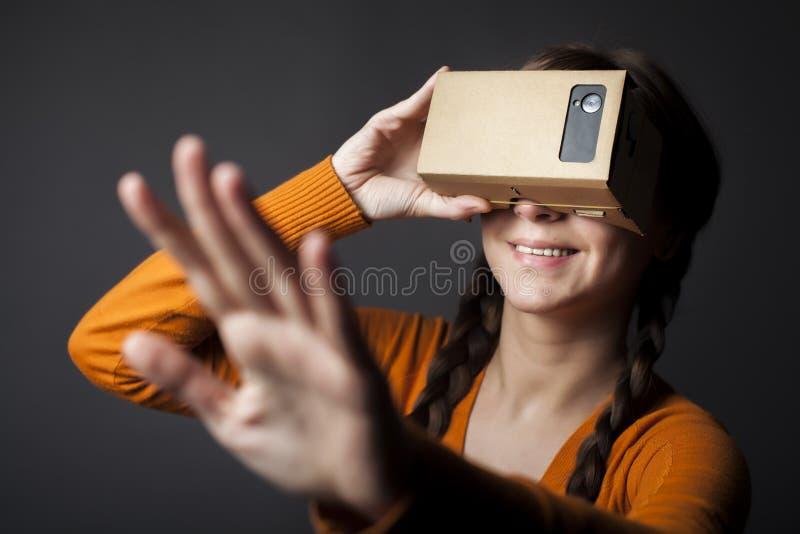 Réalité virtuelle de carton photos stock