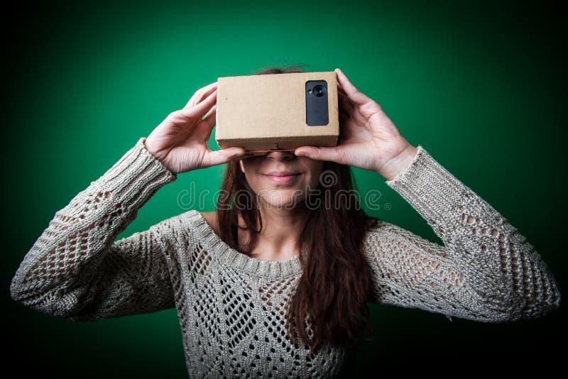 Réalité virtuelle de carton photographie stock libre de droits