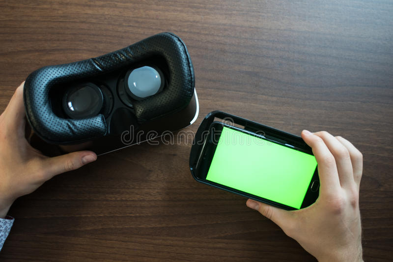 Réalité virtuelle, VR, casque et smartphone avec l'écran vert pour images libres de droits