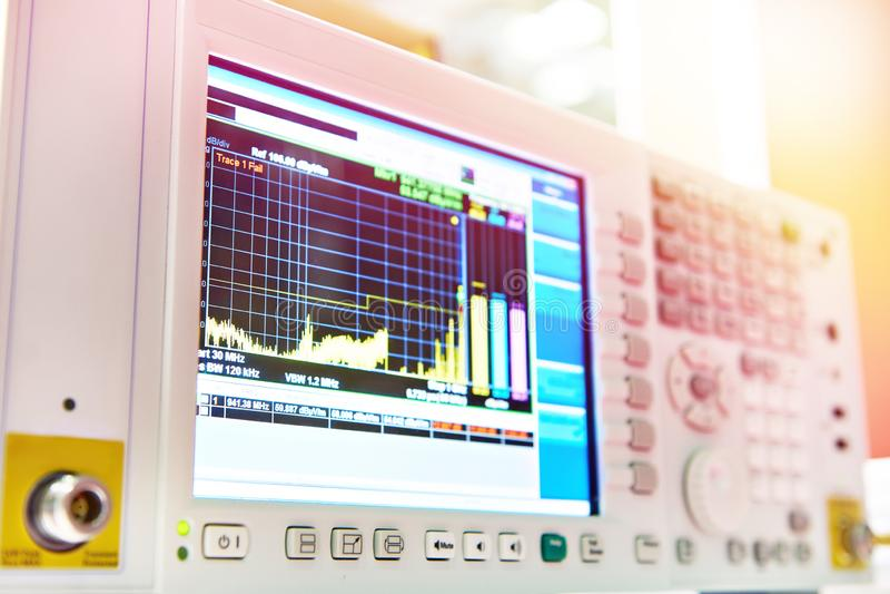 Récepteur pour mesurer le champ électromagnétique images libres de droits