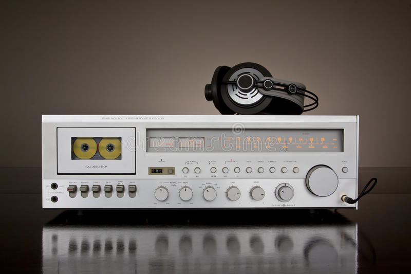 Récepteur stéréo de paquet de cassette de cru photos stock