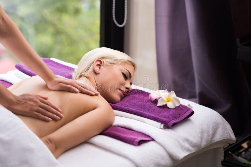 Réception du massage arrière image stock