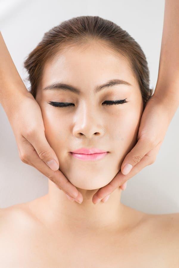 Réception du massage de visage photos stock