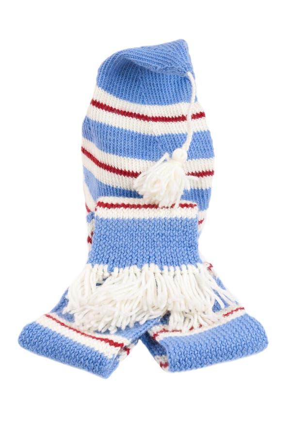 Réchauffez l'écharpe et le chapeau tricotés avec des pistes d'isolement photographie stock