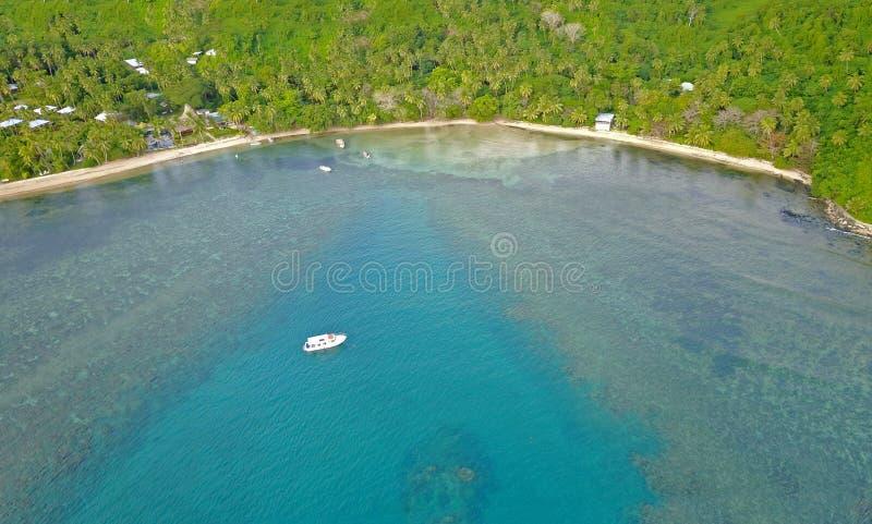 Récif coralien de lagune de Beqa de l'air, Fidji photos stock
