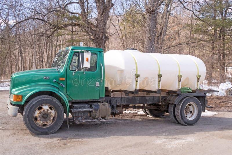 Récipient de sucre de camion pick-up et d'érable dans le lit photo libre de droits
