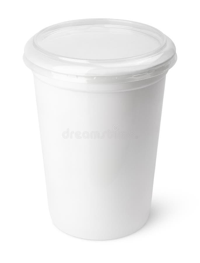 Récipient en plastique pour les produits laitiers avec le couvercle transparent photo libre de droits