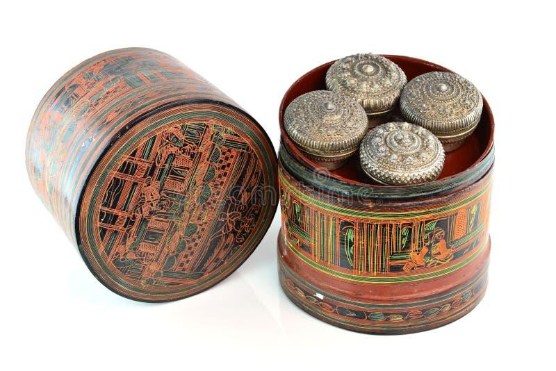 Récipient pour la boîte de bétel pour le bétel et l'arec de broyage, autrefois employée par dames âgées en Thaïlande Asie images stock