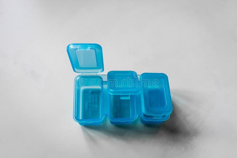 Récipients bleus de médicament photos libres de droits