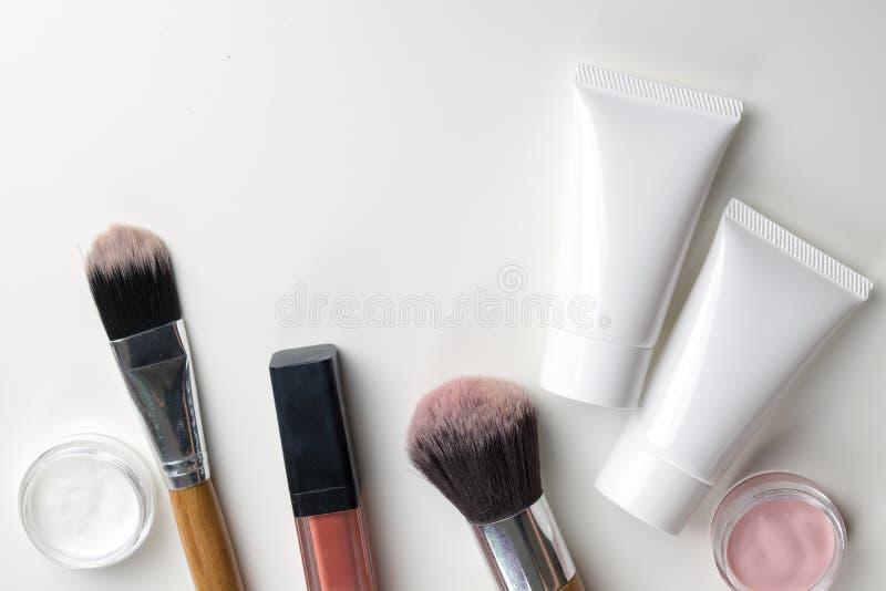 Récipients cosmétiques de bouteille, paquet vide de label pour stigmatiser le MOIS images libres de droits