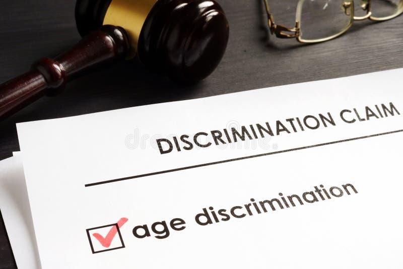 Réclamation de discrimination fondée sur l'âge dans la cour photographie stock