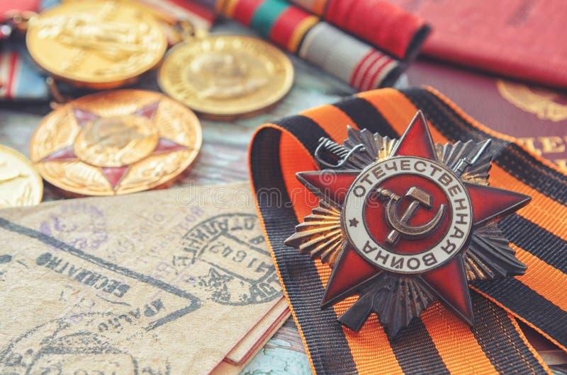 Récompenses du vétéran de la deuxième guerre mondiale et de la lettre du vendu photographie stock libre de droits