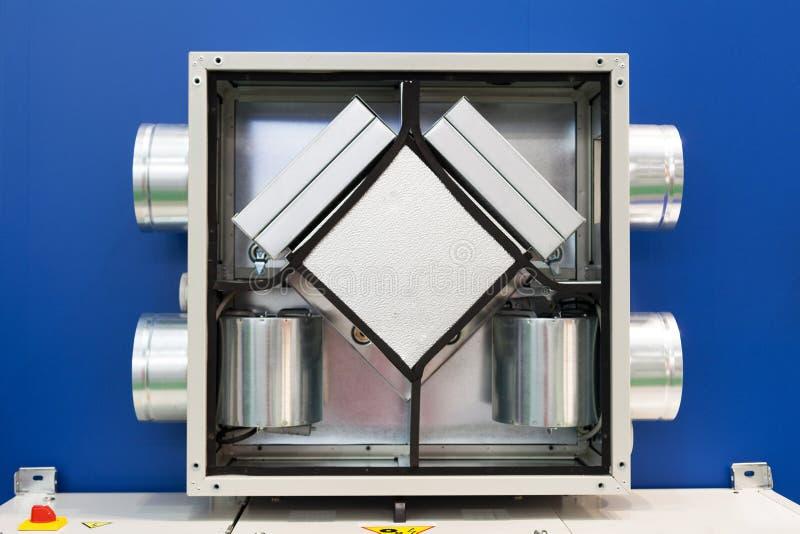 Récupérateur ouvert d'air Système de filtration et de ventilation photo stock